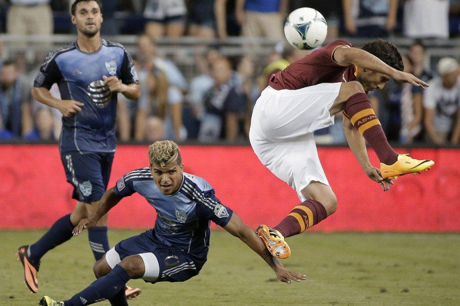 Marquinho (à droite) a installé la confusion dans... (Photo : Charlie Riedel, AP)