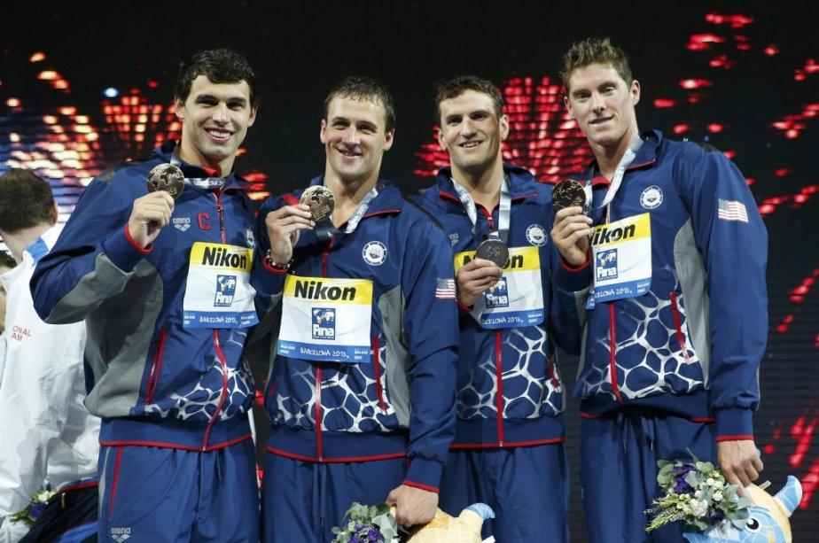 Le quatuor vainqueur : Ricky Berens, Ryan Lochte,... (Photo : Albert Gea, Reuters)