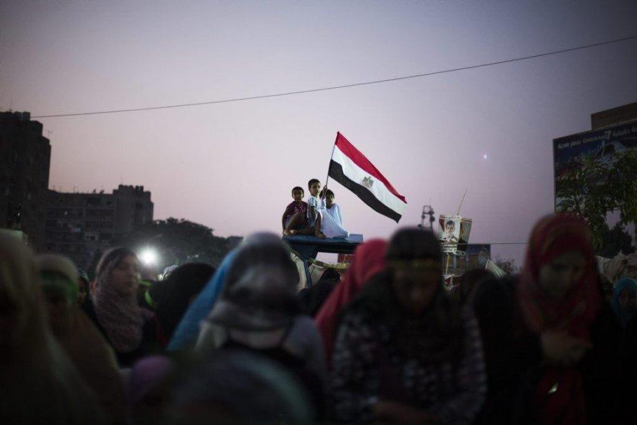 Les partisans de Mohamed Morsi destitué et arrêté... (Photo Manu Brabo, Associated Press)