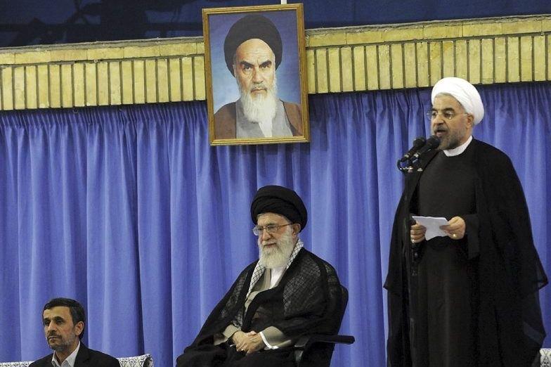 La cérémonie d'investiture de Hassan Rohani (à droite)... (PHOTO KHAMENEI IR, REUTERS)