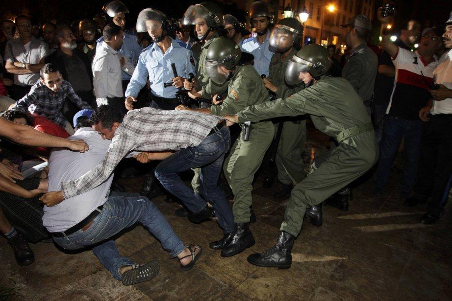 Vendredi soir, plusieurs milliers de personnes avaient exprimé... (PHOTO REUTERS)