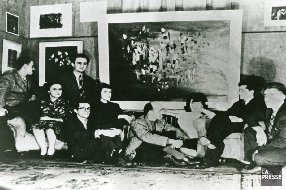 Photo de 1947, exposition des automatistes: Claude Gauvreau,... (Photo: archives La Presse)