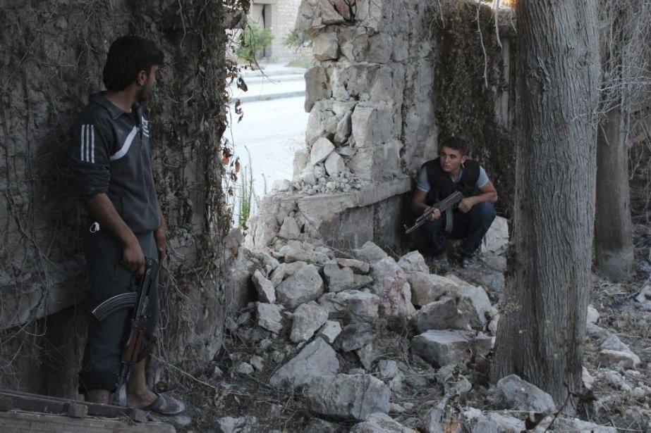 Des combattants de l'armée syrienne libre.... (Photo Aref Hretani, Reuters)