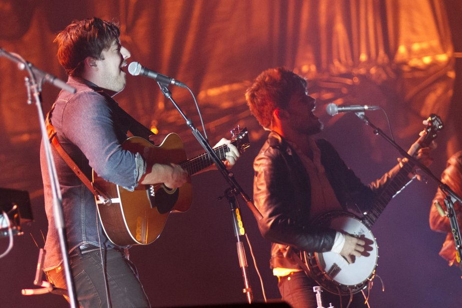 Spectacle de Mumford and Sons , sur la scène de... | 2013-08-05 00:00:00.000