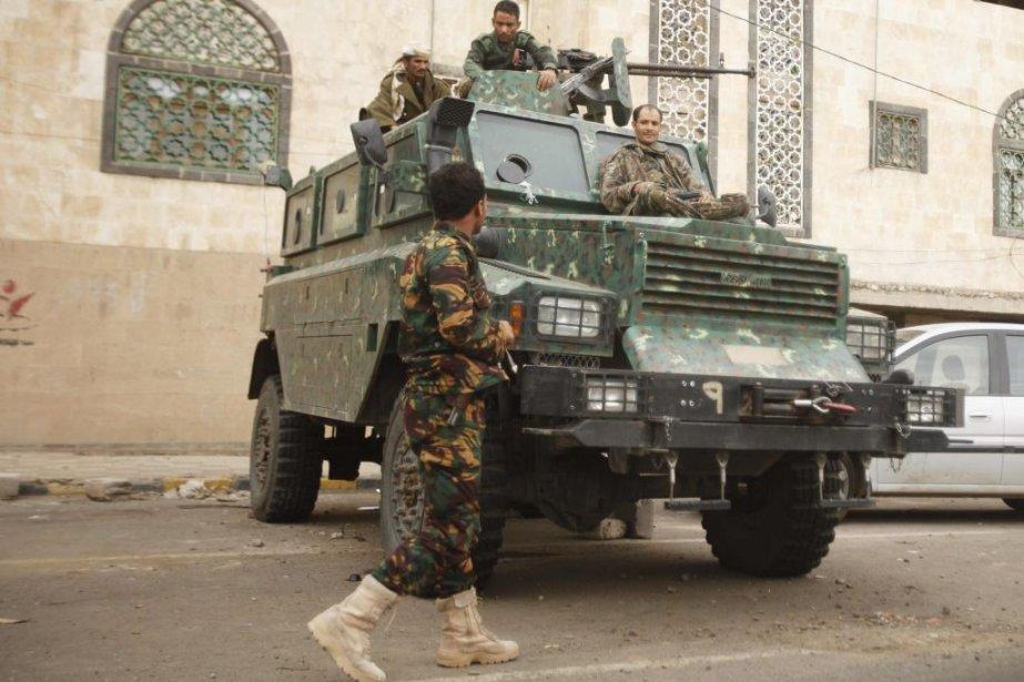 Des policiers au centre de la capitale Sanaa.... (Photo Reuters)