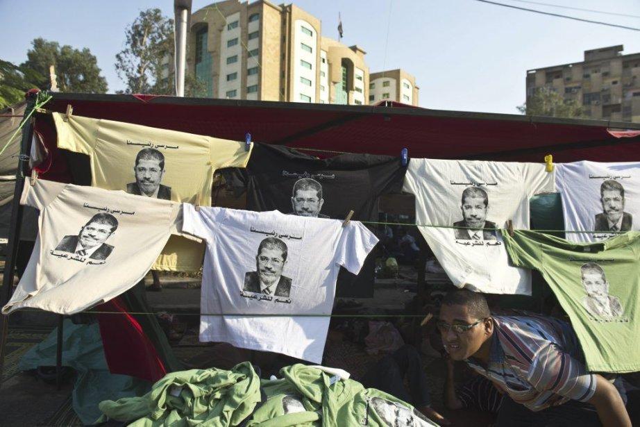 Des milliers de pro-morsi campent depuis plus d'un... (Photo Khaled Desouki, Agence France-Presse)