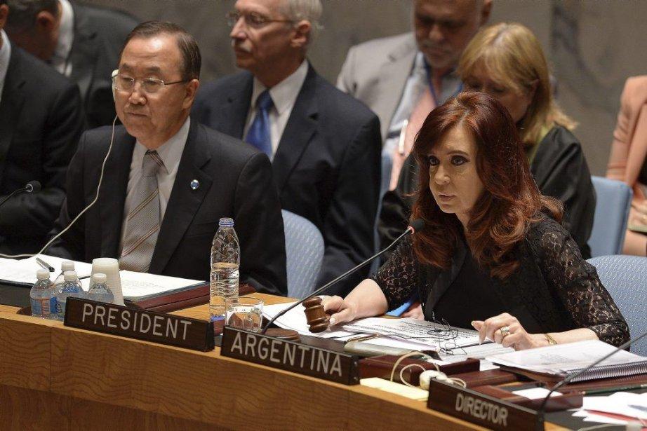 La présidente argentine Cristina Kirchner aux côtés du... (Photo Emmanuel Dunand, AFP)
