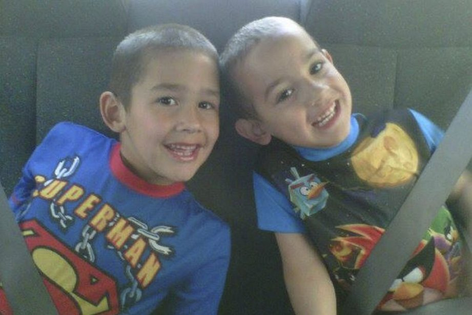 Noah Barthe, 4 ans, et son frère Connor,... (Photo tirée de Facebook)