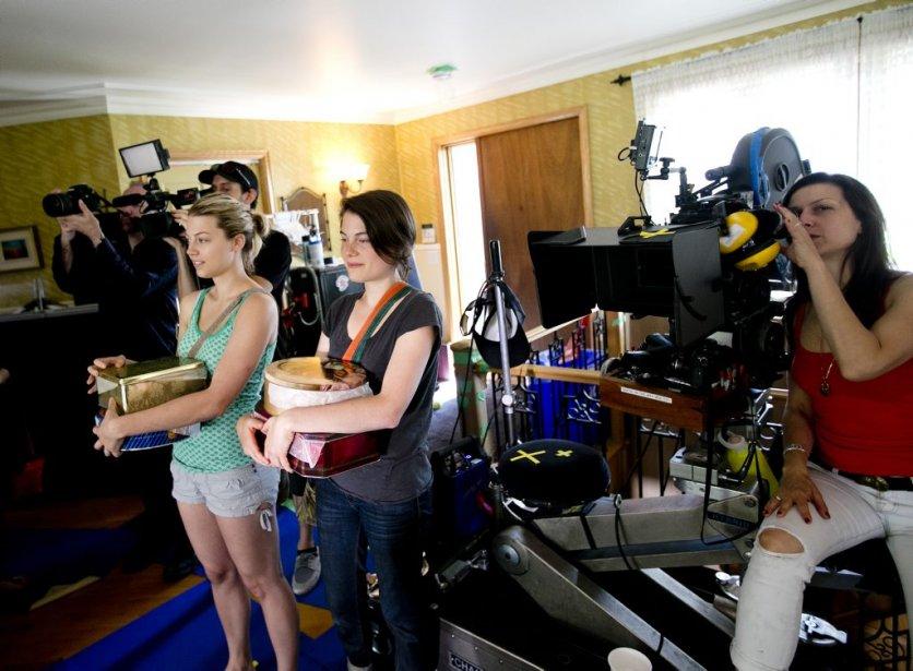 Les actrices Catherine St-Laurent (à gauche) et Julianne Côté attendent leur signal. | 7 août 2013