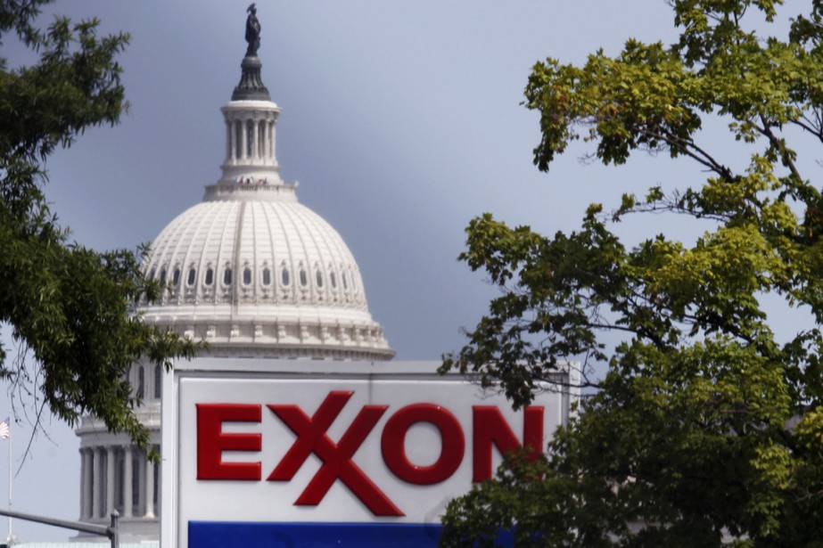Shell et ExxonMobil ont vu leurs profits plonger... (PHOTO JOE MARQUETTE, ARCHIVES BLOOMBERG)