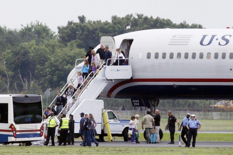 Les passagers et les membres de l'équipage ont... (Photo Matt Rourke, Associated Press)