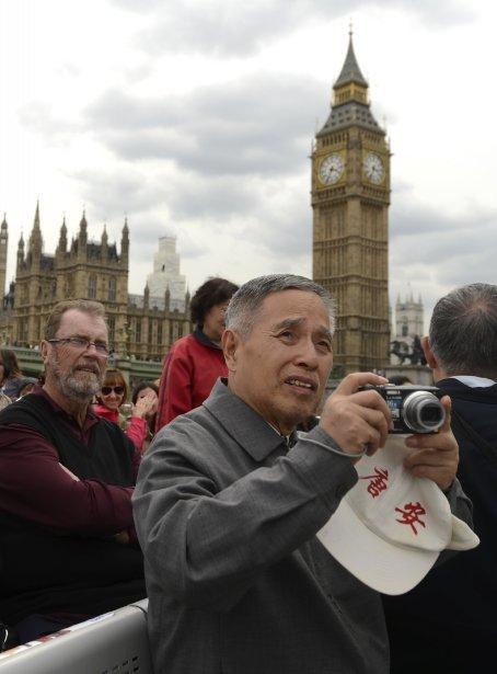 Au départ, on peut apercevoir le parlement ainsi que la fameuse horloge de la tour Élisabeth, dite Big Ben,qui est en réalité le nom de la cloche géante à l'intérieur. | 9 août 2013