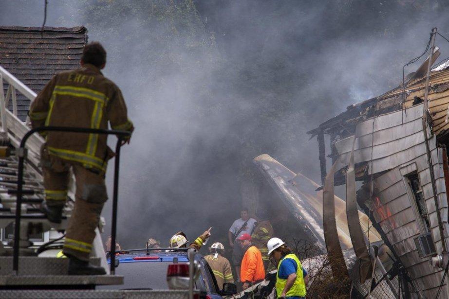 L'appareil s'est abîmé sur deux maisons, tuant entre... (PHOTO GLENN DUDA, REUTERS)