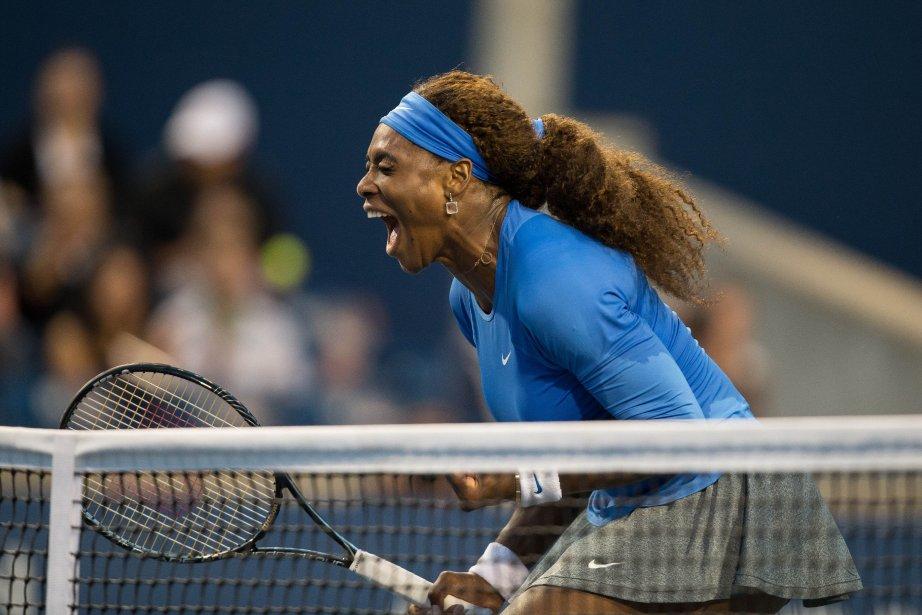 Serena Williams célèbre sa victoire aux mains d'Agnieszka... (Photo Geoff Robins, La Presse Canadienne)