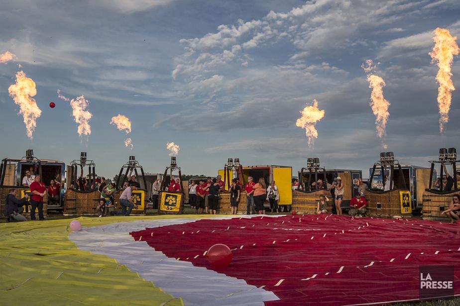 Des pilotes de montgolfières ont allumé leur brûleur... (Photo Olivier PontBriand, La Presse)