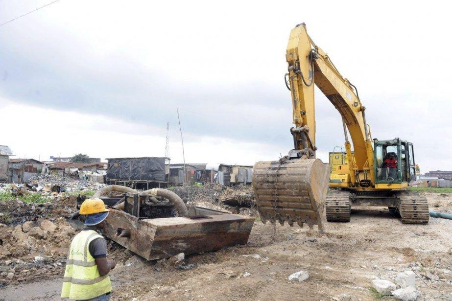Selon des ONG, des bulldozers ont démoli 266... (PHOTO PIUS UTOMI EKPEI, AFP)