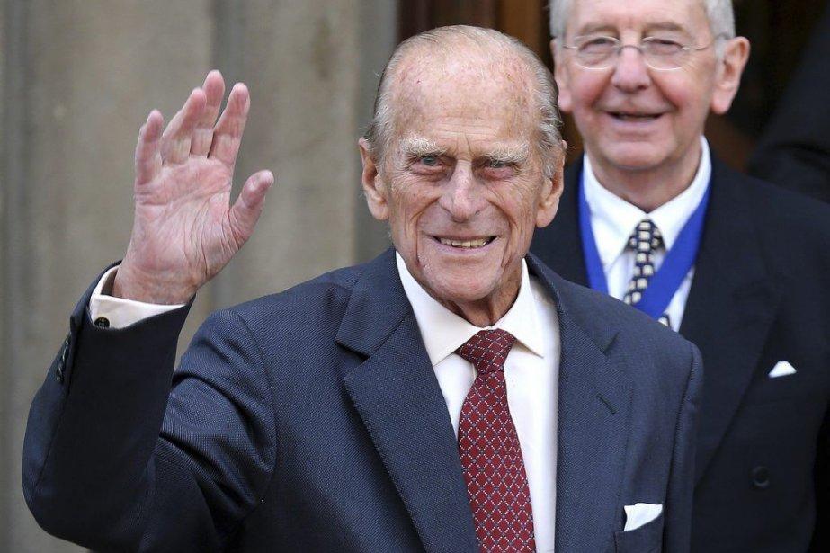 Le prince Philip est apparu souriant et en... (PHOTO ANDREW MILLIGAN, AFP)