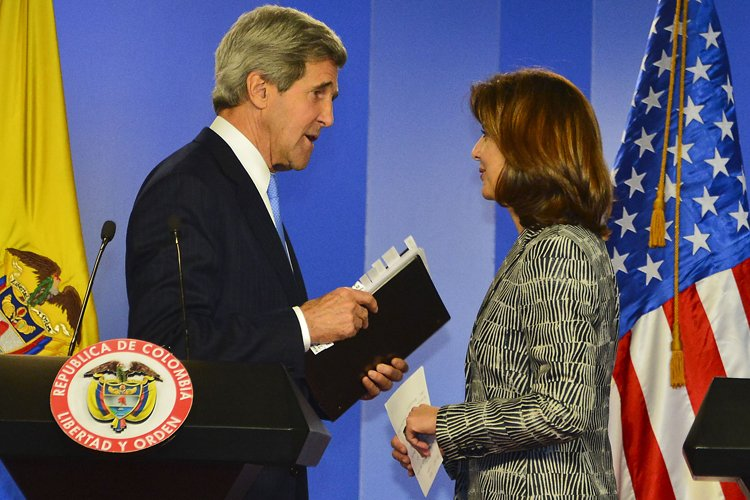 John Kerry s'est entretenu lundi à Bogota avec... (Photo: AFP)