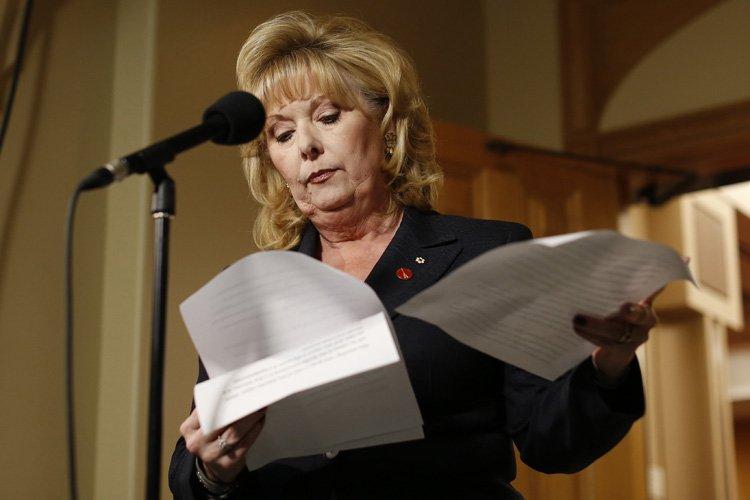 Pamela Wallin lors d'un point de presse lundi... (Photo: Reuters)