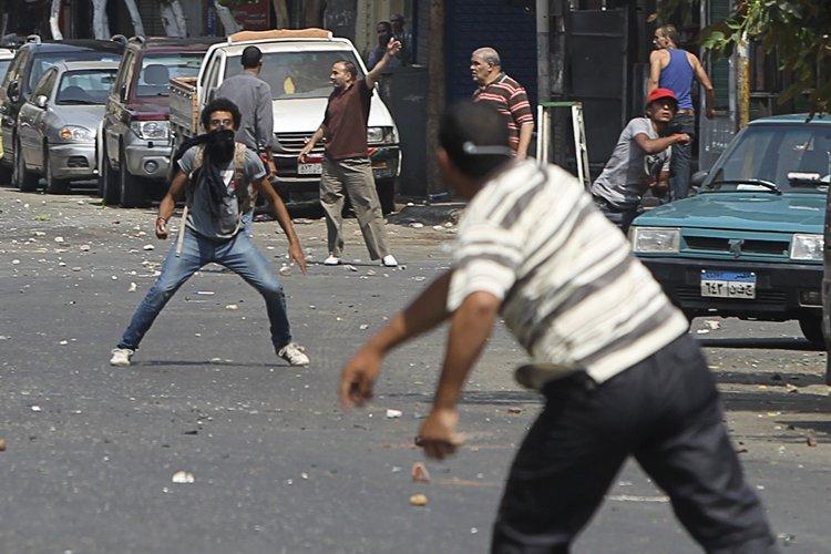 Les violences entre pro et anti-Morsi et entre... (Photo: Reuters)