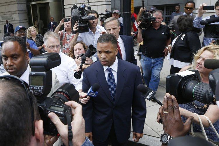 Jesse Jackson Jr. à sa sortie de cour,mercredi... (Photo: Reuters)