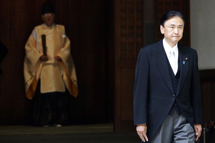 Le ministre Keiji Furuya, président de la commission... (Photo: Reuters)