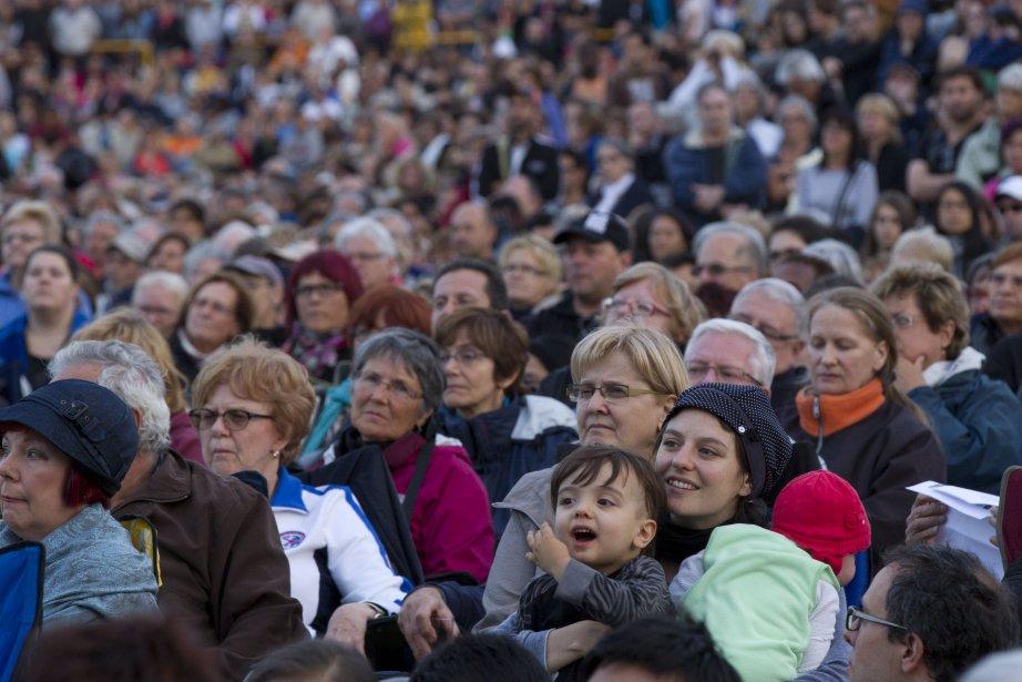 Plus de 30 000 personnes ont assisté au spectacle de l'OSM sur l'esplanade du Parc olympique. | 14 août 2013