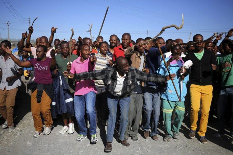 Autour de 11 heures locale, les groupes de... (Photo Siphiwe Sibeko, Reuters)
