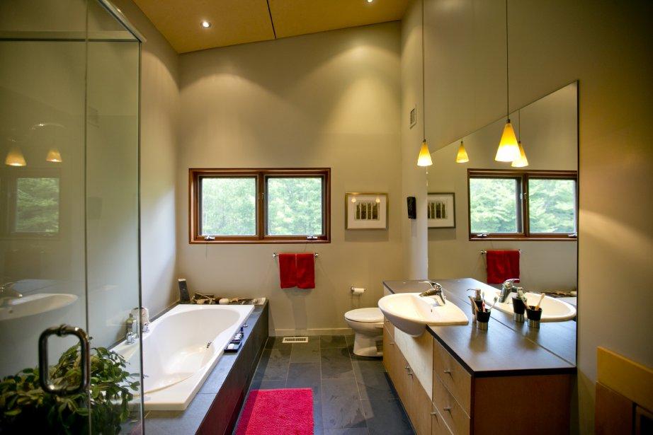 Dunham plus qu 39 une maison un art de vivre pierre for Illuminer une salle de bain sans fenetre