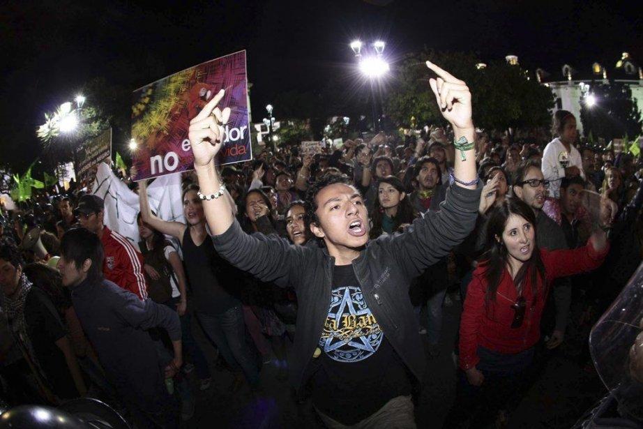 Des protestataires ont manifesté contre le projet au... (PHOTO JUAN CEVALLOS, AFP)