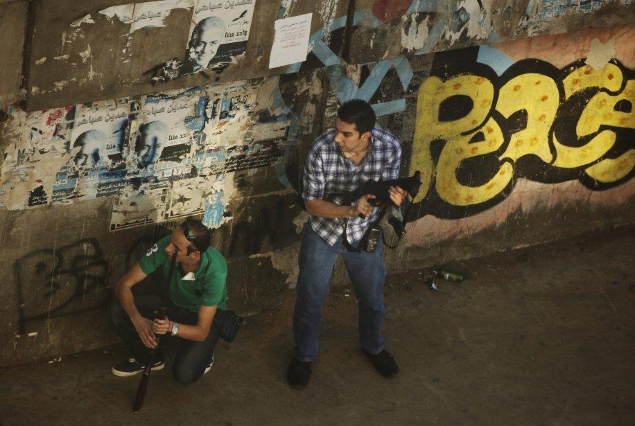 Des tirs d'armes automatiques ont retenti toute la journée au Caire dans différents quartiers, notamment autour de la place Ramsès où étaient massés des milliers de pro-Morsi. | 16 août 2013