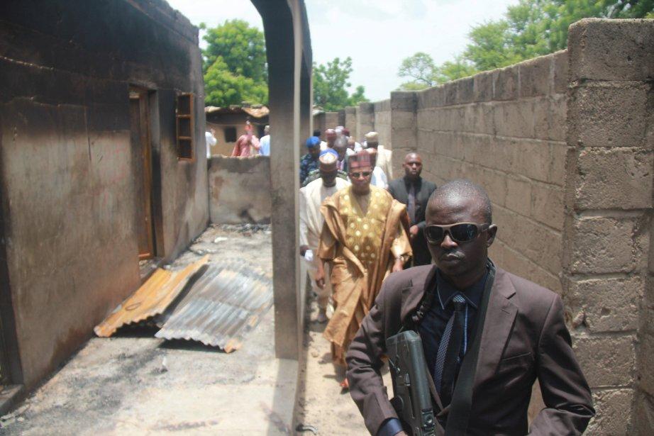 Le gouverneur de l'État de Borno,Kashim Shettima,visite le... (Photo Abdulkareem Haruna, AP)