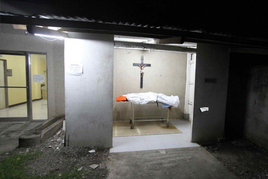 Au moins 24 personnes sont mortes et 217... (PHOTO CHESTER BALDICANTOS, AFP)
