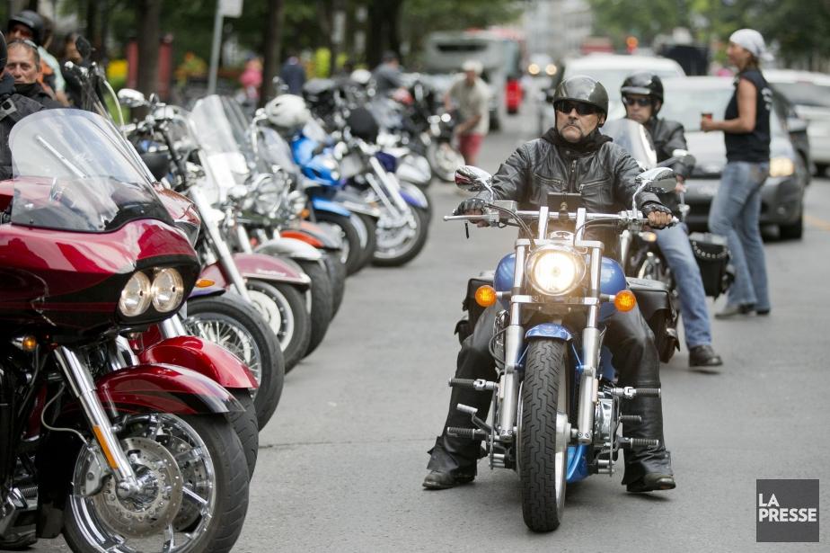 Des douzaines de motards participent à une manifestation... (PHOTO DAVID BOILY, LA PRESSE)