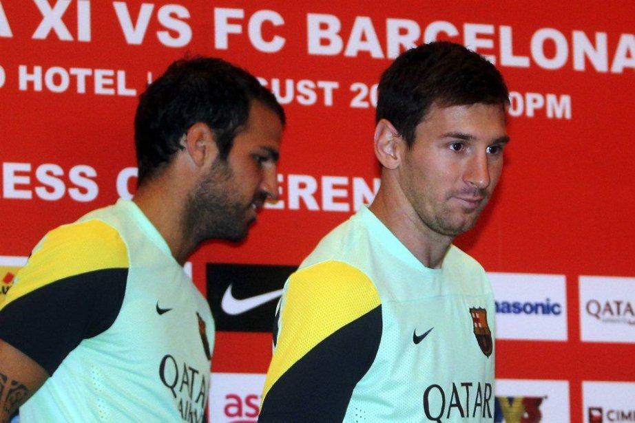 Cesc Fabregas (à gauche) etLionel Messi.... (PHOTO REUTERS/STRINGER)
