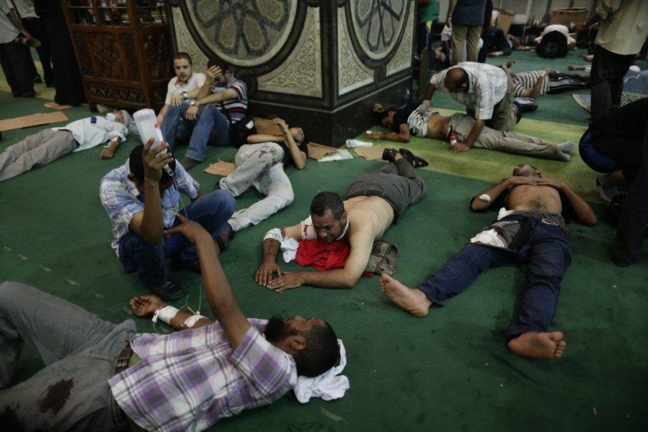 La mosquée Al-Fath, dans le centre du Caire,... (PHOTO HASSAN AMMAR, AP)
