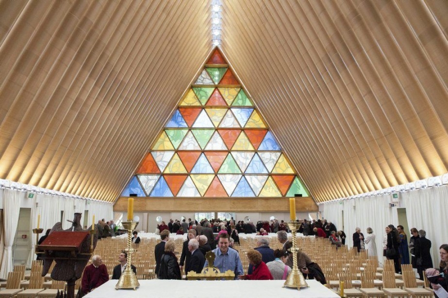L'architecte Shigeru Ban, qui a dessiné la nouvelle... (PHOTO BRIDGIT ANDERSON, AFP)