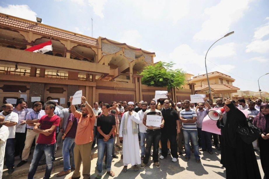 Des manifestations regroupant des dizaines de personnes sont... (PHOTO ESAM OMRAN AL-FETORI, REUTERS)