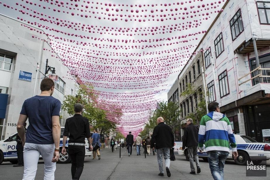 Les boules roses est une ludique installation de... (PHOTO, EDOUARD PLANTE-FRÉCHETTE LA PRESSE)