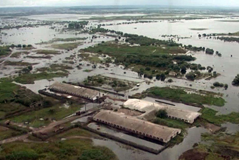 «Cinq cents kilomètres de routes ont été détruits,... (Photo AFP)