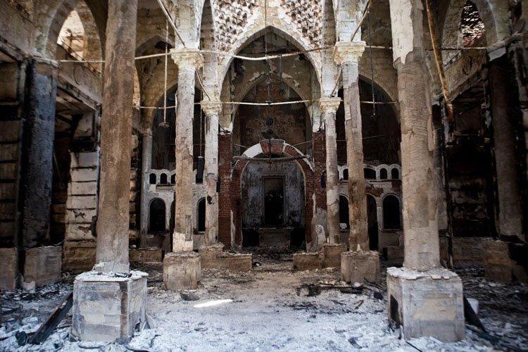 Depuis mercredi, 38églises ont été détruites et 23,partiellement... (Photo: AFP)