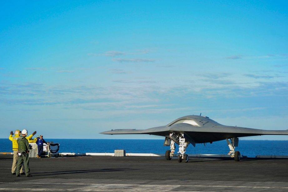 Un drone furtif X-47B.... (PHOTO ALAN RADECKI, REUTERS, US NAVY, ARCHIVES)
