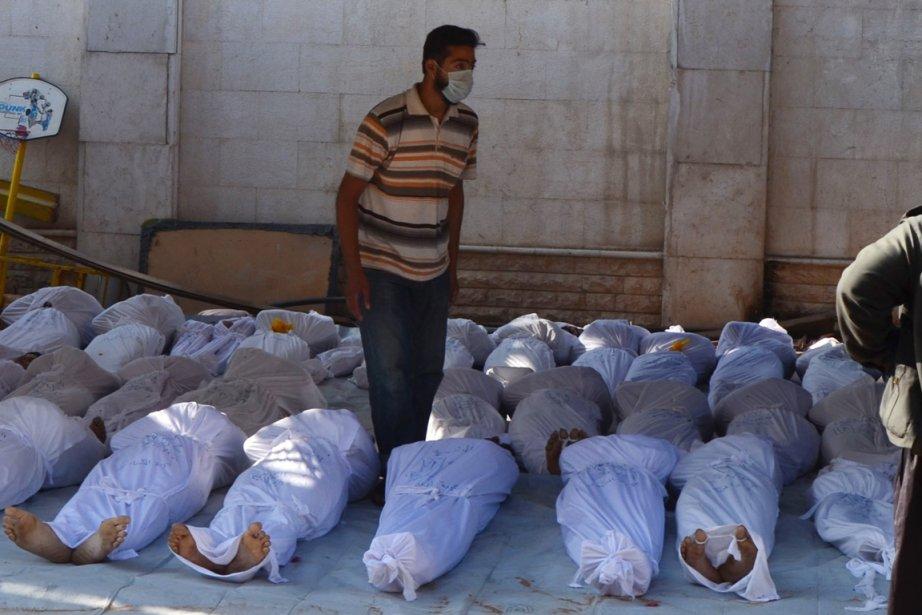 «Au moins cent personnes ont été tuées dans... (PHOTO BASSAM KHABIEH, REUTERS)