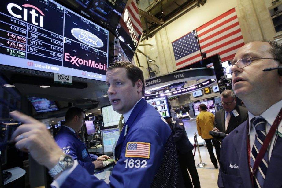 Wall Street et Bay Street ont vacillé mercredi alors... (PHOTO MARK LENNIHAN, AP)