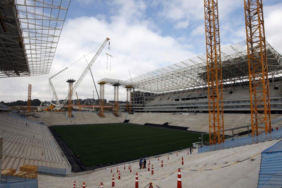 Vue sur le stade São Pauloen construction qui... (Photo Paulo Whitaker, Reuters)