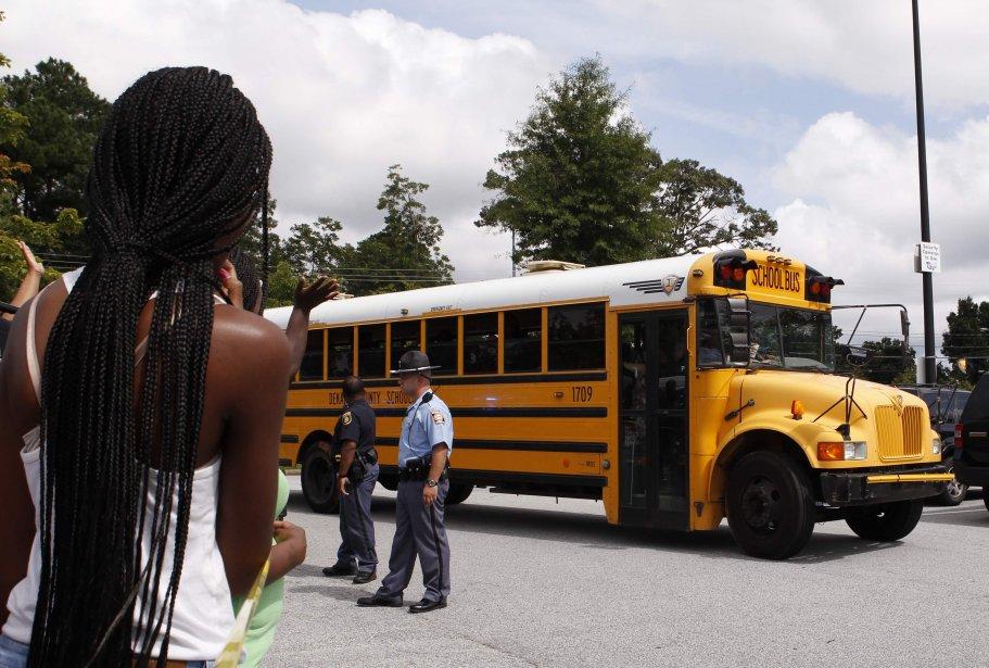 Les 22 autres élèves ont été transportés dans... (Photo TAMI CHAPPELL, REUTERS)