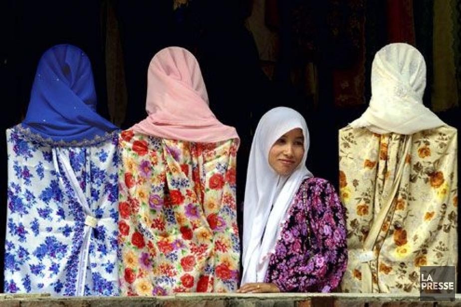La femme ne porte pas le voile islamique... (Photo d'archives Reuters)