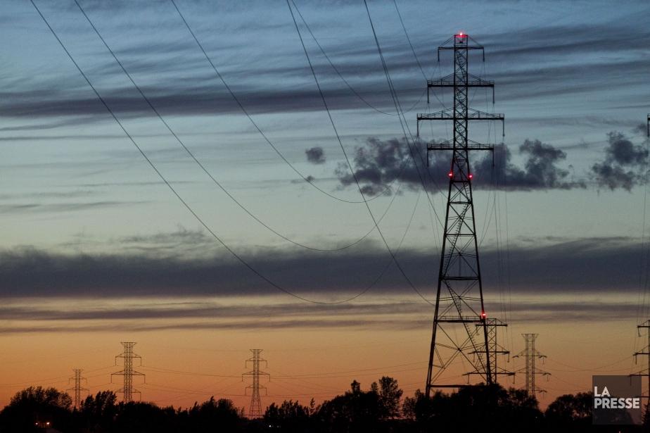 Des milliers de clients d'Hydro-Québec demeurent affectés... (ARCHIVES LA PRESSE)