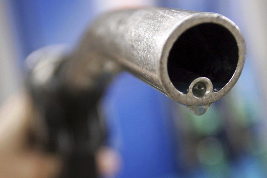 Les cours du pétrole new-yorkais s'affichaient... (PHOTO LUKE MACGREGOR, REUTERS)