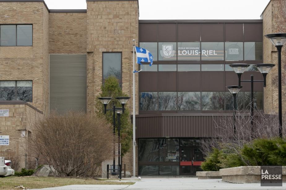 L'école Louis-Riel s'est révélée infestée de moisissures, tout... (PHOTO DAVID BOILY, LA PRESSE)